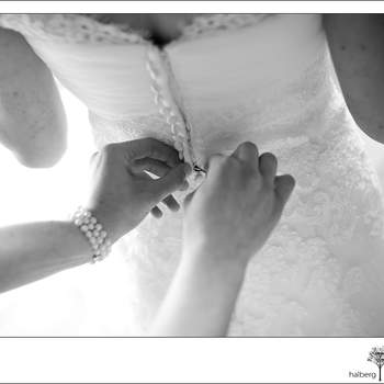 Préparatifs de la mariée le Jour J - Photo : Tim Halberg