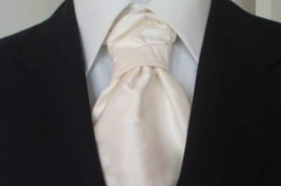 Cravates, noeuds papillon, pochettes: un marié unique et tendance grâce aux accessoires By Colors