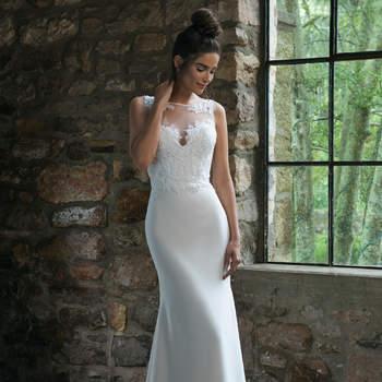 Modelo 44066, vestido de novia sin mangas con detalles de transparencias y encajes