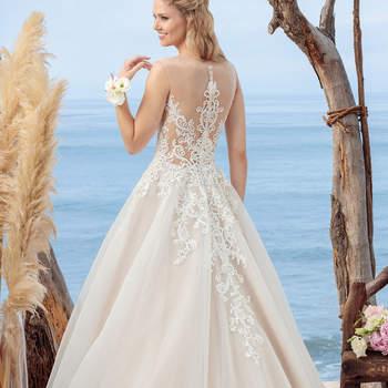 Coral. Credits: Casablanca Bridal