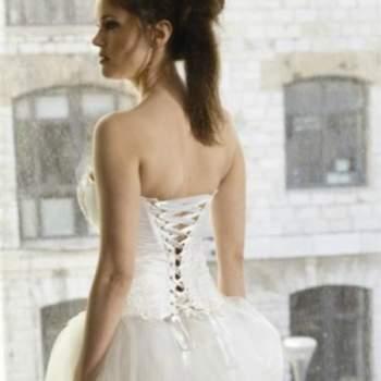 Robe de mariée Angélique, Collection Mon Amour. Vue de dos. Crédit photo: Nathalie Elbaz Cleuet