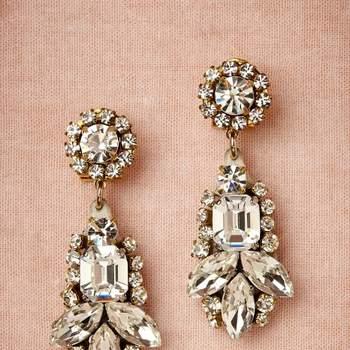 Brincos do design de joias Radà inspirados nos anos 50: glamour e luxo. Foto: Radà