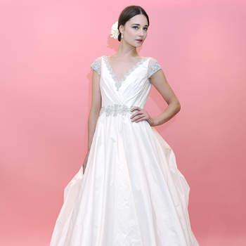 Une robe bouffante avec des petites manches, voilà un modèle Badgley Mischka romantique à souhait !