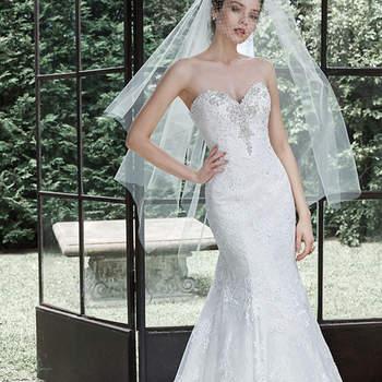 """Descripción: Clásico y romántico vestido adornado con cristales Swarovski en su escote corazón. Compuesto por tul y apliques de encaje colocados a mano en su espalda y superando el dobladillo. Acabado con cierre de corsé.   <a href=""""http://www.maggiesottero.com/dress.aspx?style=5MS697"""" target=""""_blank"""">Maggie Sottero</a>"""