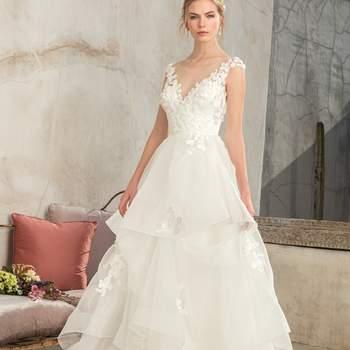 Style 2302 Luna. Credits: Casablanca Bridal.