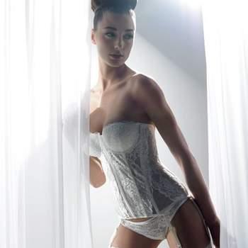 La ropa interior es muy importante para tu luna de miel. Sorprende a tu nuevo esposo con los modelos de Penrose. Foto de www.penrose.it
