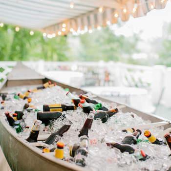 Barca con botellines de cerveza. Credits: Josh Gooden Cinematography