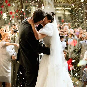 Le baiser à la sortie de l'église, un moment attendu. Photo: Byfotógrafos
