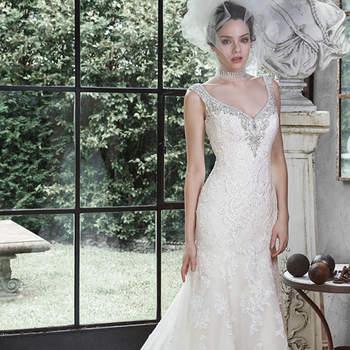 """Este vestido de noiva uma linha sofisticada renda e tule é adoçado com brilhantes cristais Swarovski e pérolas. Tem o decote V, alcinhas e um super decote em V nas costas. Acabamento com pérolas nos botões e zíper.   <a href=""""http://www.maggiesottero.com/dress.aspx?style=5MW646"""" target=""""_blank"""">Maggie Sottero</a>"""