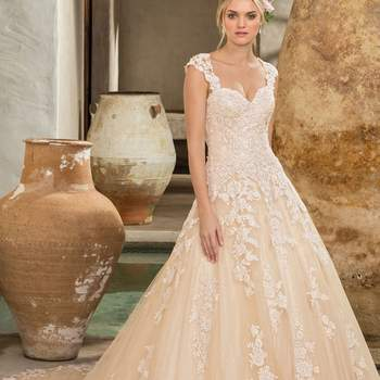 Style 2289 Amber. Credits: Casablanca Bridal