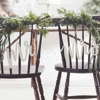 Décoration Pour Chaises En Bois Mr Et Mrs - Achetez sur The Wedding Shop !