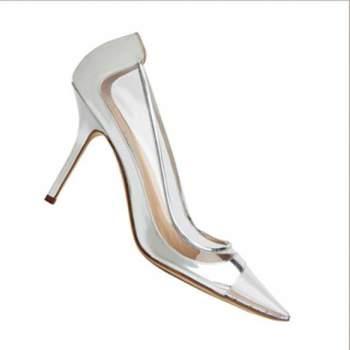 O sapato da noiva deve refletir, assim como seu vestido, seu estilo e personalidade, além de confortável, claro! Por isto, inspire-se nos modelos diferentes, super modernos e originais de Manolo Blahnik.