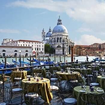 Hotel Bauer Palazzo: Una terrazza panoramica che si affaccia sui romantici canali di Venezia. Il set di un film indimenticabile, il vostro.