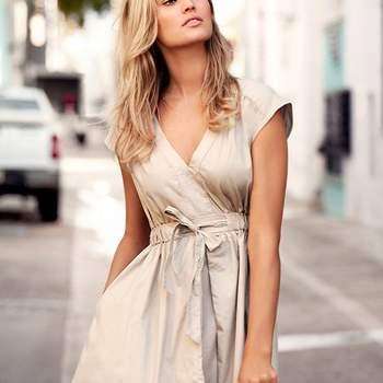 """<a title=""""H&amp;M"""" href=""""http://www.hm.com/pt/"""" target=""""_blank"""">Verifique o preço deste vestido e conheça a restante colecção H&amp;M Primavera/Verão 2012 aqui.</a>"""