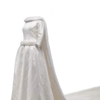 Robe de mariée élégante avec traîne. Photo : Balenciaga
