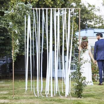 Mélange de rubans blancs pour toile de fond - The Wedding Shop !