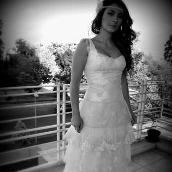 El diseños nacional nos sorprende cada día más, por eso en Zankyou te presentamos esta bella selección de vestidos de novia de Angeles Tormo, una talentosa diseñadora nacional, que posee encantadoras creaciones con aires vintage. Foto: Angeles Tormo