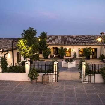 El Regajal es una singular finca situada en Aranjuez, con historia desde mediados del siglo XIX. Es famosa por sus vinos, por lo que vuestros platos serán bañados con las auténticas delicias de la zona.