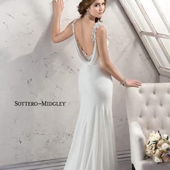 """Vestido de novia estilo retro vintage confeccionado con chino. El modelo cuenta con tirantes y escote pronunciado en la espalda. La falda, por otra parte, presenta una caída elegante y desemboca en una preciosa cauda barrida. El terminado de esta confección es con cierre lateral.   <a href=""""http://www.sotteroandmidgley.com/dress.aspx?style=4SW045"""" target=""""_blank"""">Sottero &amp; Midgley Platinum 2015</a>"""