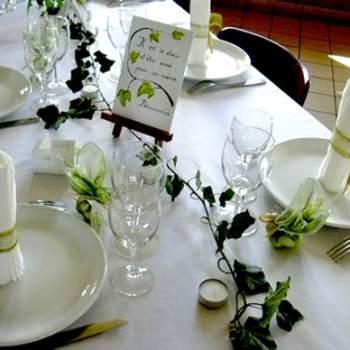 Centre de table vert et blanc - Crédit photo: Home Design
