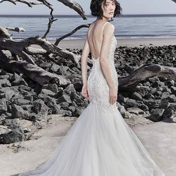 """<a href=""""https://www.maggiesottero.com/sottero-and-midgley/nouvelle/11559"""">Maggie Sottero</a>"""