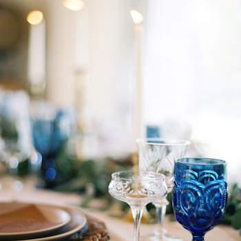 Cristalería azul. Credits: Jose Villa Photography
