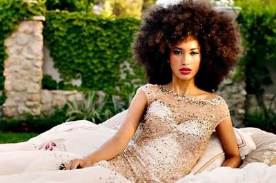 Penteados para noivas com cabelo crespo 2017: criatividade e muito glamour!