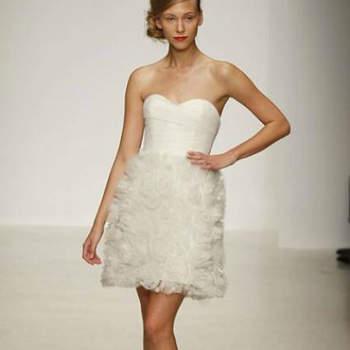 """Vestido de noiva curto, da colecção Amsale Primavera 2013.Foto: <a href=""""http://zankyou.9nl.de/jr6r"""" target=""""_blank"""">Pronovias 2014</a>"""