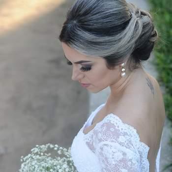 Penteado para noiva com coque baixo | Foto: Luana Pinheiro Makeup Divulgação
