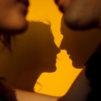 Retratar a los novios a través de sus sombras es un original recurso que da lugar a fotos tan bellas como esta. Foto: U&U photo. Web: http://www.u-uphoto.com/