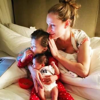 A menina é fruto do casamento com Lauren Hashian, com quem tem outra filha, Jasmine Lia. The Rock também é papai de Simone Alexandra, do seu casamento com Dany Garcia. | Foto via Instagram @dwayne.johnsonrock