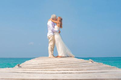 Juan y Juanita: ¡Una boda bohemia frente al mar!