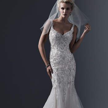 """Aplicação de rendas, bordados com lantejoulas e cristais Swarovski adornam o corpete justo de tule. Assim é este vestido de noiva """"fit and flare"""", com decote ousado e romântico. Finaliza com botões de cristal sobre o fecho de zíper. <a href=""""http://www.sotteroandmidgley.com/dress.aspx?style=5SB628&amp;page=0&amp;pageSize=36&amp;keywordText=&amp;keywordType=All"""" target=""""_blank"""">Sottero and Midgley</a>"""