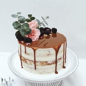 Foto: Hey Sugar Mx  - Pastel decorado con cajeta y flores