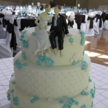 Gâteau de mariage bleu clair - Crédit photo: Mariage Original