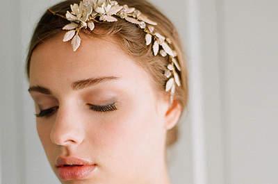 Penteados modernos com acessório de cabelo para noivas