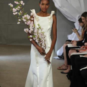 Ravissante robe de mariée Carolina Herrera Printemps 2013. Bretelles avec des petits noeuds sur les épaules, tombé impeccable.