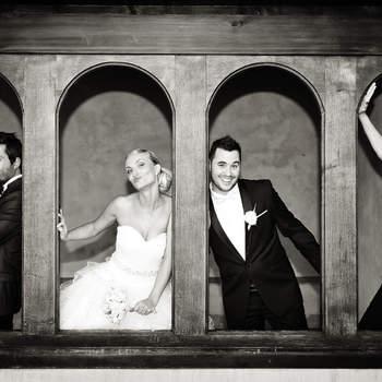 Le mot du photographe : Une petite bulle d'humour dans une journée solennelle !  Si cette photo est selon vous, LA PLUS BELLE PHOTO DE MARIAGE, laissez un commentaire ci-dessous en indiquant le n°9