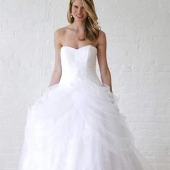 Éblouissante. Crédit photo : Robe de mariée David´s Bridal 2013  New York Bridal Fashion Week, printemps 2013.