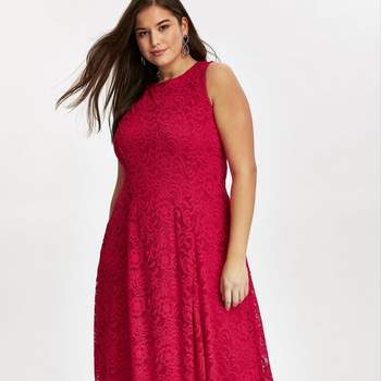 Créditos: Grace Red Lace Midaxi Dress, Evans