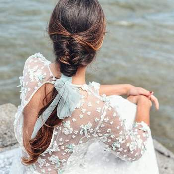 Penteado para noiva com trança embutida   Foto: Sara Instyle