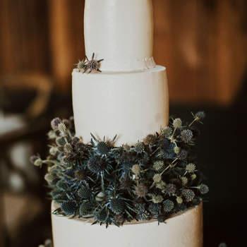Inspiração para bolos de casamento de 3 andares | Créditos: India Earl Photography
