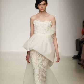 Vestido de novia con tela estampada, doble falda en corte columna y con cauda corta