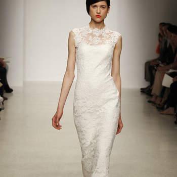 Une robe de mariée au tombé impeccable et à la dentelle délicate. Ravissante robe Amsale 2013.
