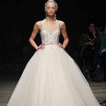 O vestido que será usado no casamento é de extrema importância para toda noiva! Existem muitos modelos e estilos disponíveis e nem sempre é fácil escolher um que se adapte melhor ao nosso estilo! Veja a coleção Outono 2013 de vestidos de noiva Lazaro e inspire-se!