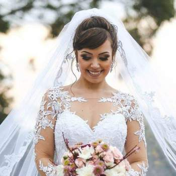 Penteado para noiva com cabelo preso e véu   Credits: divulgação