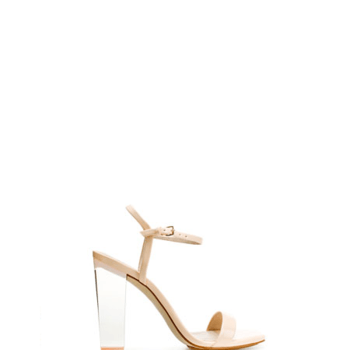 Ravissantes sandales blanches à haut talon. Source : Zara.
