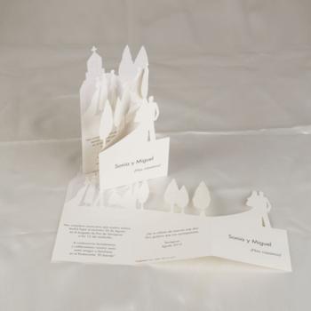 Tarjetas con formas, de estilo marinero o muy diferentes son las invitaciones La Caja de los Sueños, quienes ofrecen una gran variedad de tarjetas de diferentes estilos y modelos.