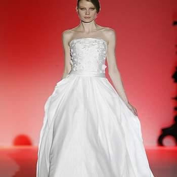 Robe de mariée bustier ultra élégante. Photo : Barcelona Bridal Week