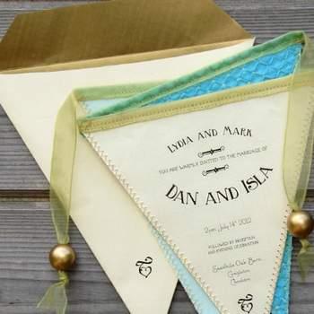 Faire-part de mariage en tissu et papier Boutique PostmansKnock sur Etsy.com